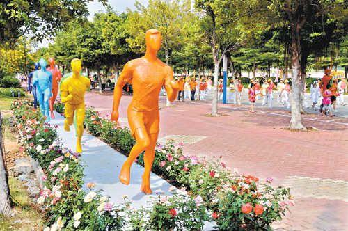 广州首条迎亚运示范路亮相番禺  运动雕塑逼真美观