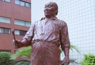 名人像雕塑-胡一川全身像